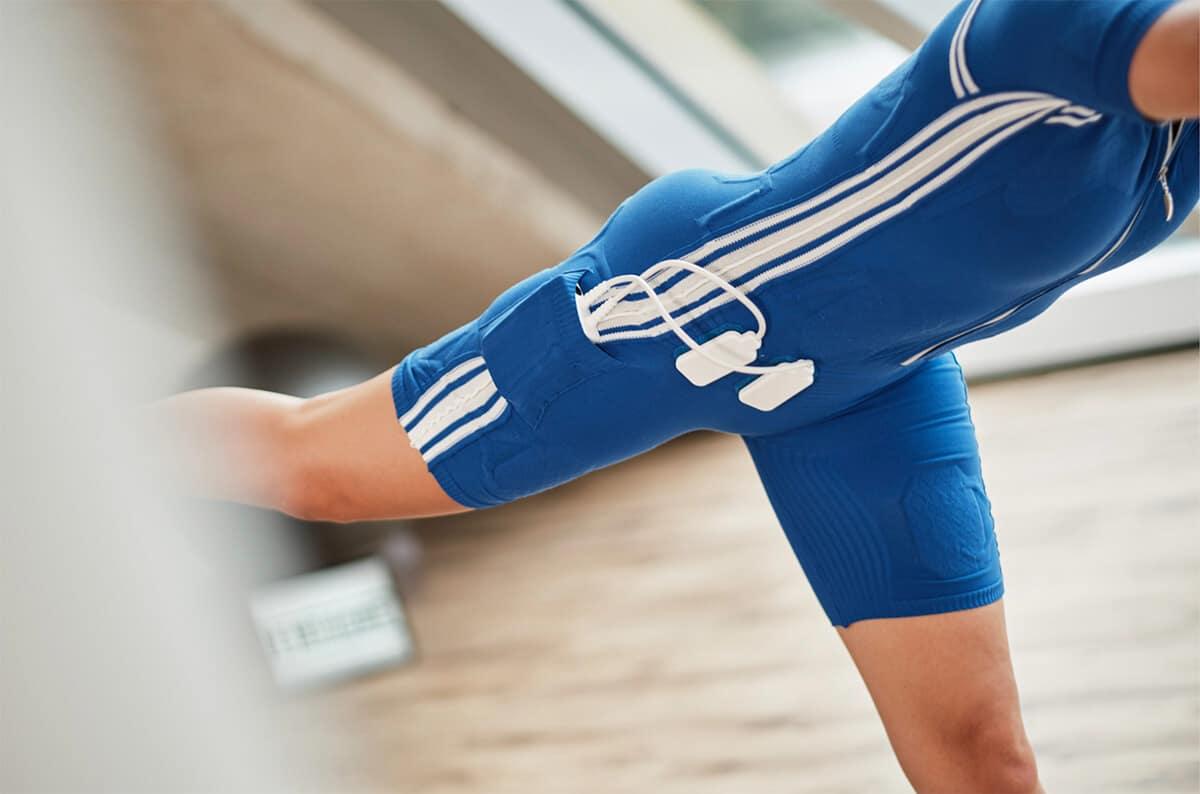 EMS Elektrostimulationstraining blauer Anzug