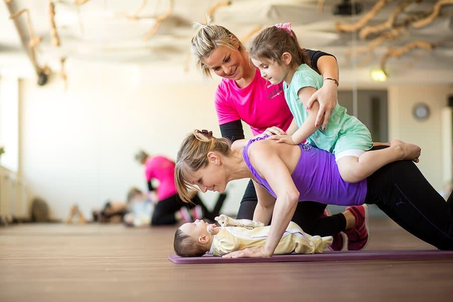 Workout im Amanusa mit Mama und Kind