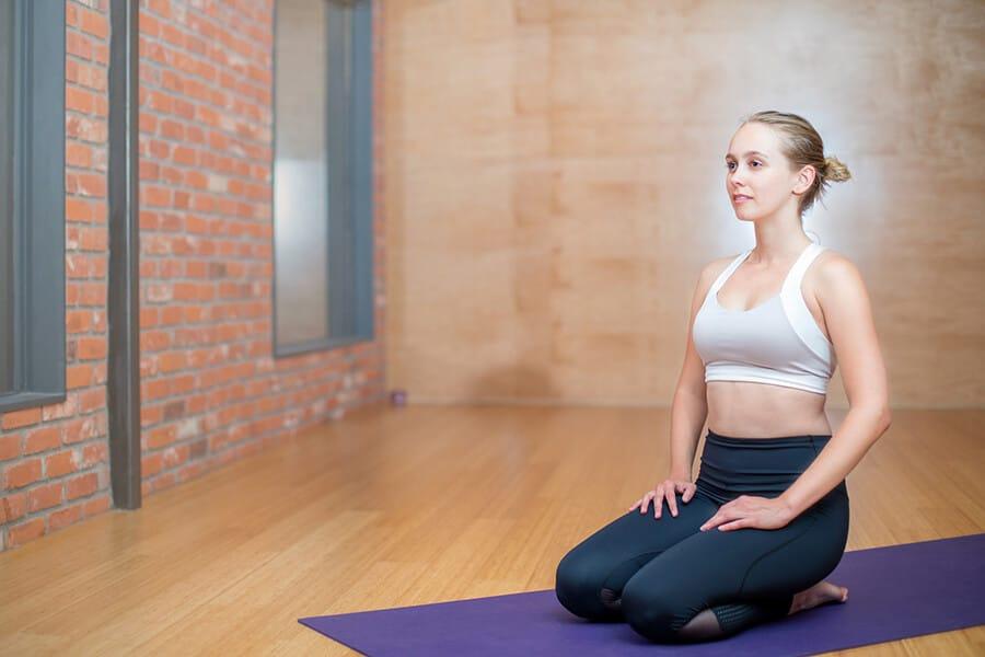 Frau bei der Rückbildungsgymnastik Fitnessstudio Darmstadt