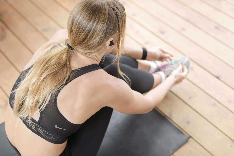 Junge Teenagerin beim Workout im Amanusa
