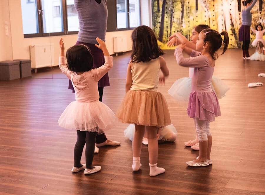 Kinder beim Kindertanzen im Amanusa Fitnessstudio Darmstadt